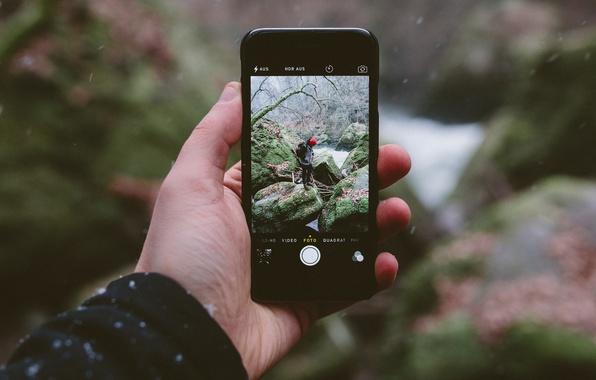 Картинка зима, снег, пейзаж, река, камни, фотография, iPhone, рука, мужчина, слизь, боке, коряги