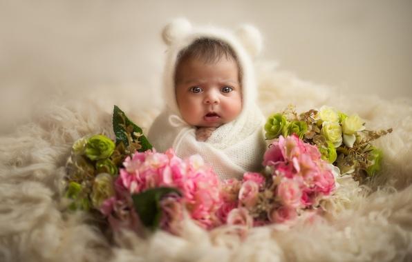 Фото малыша в цветах 11