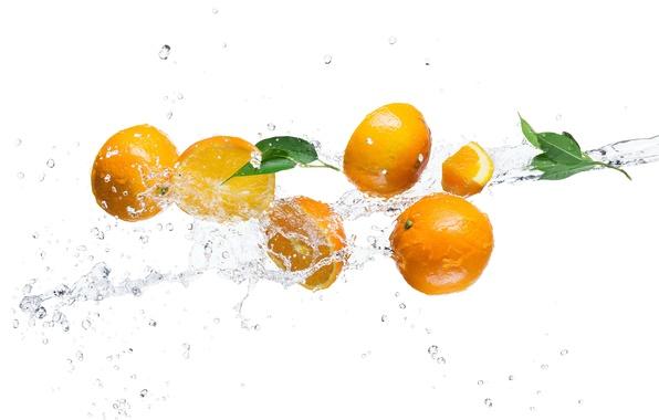 Картинка вода, брызги, апельсин, белый фон, листики