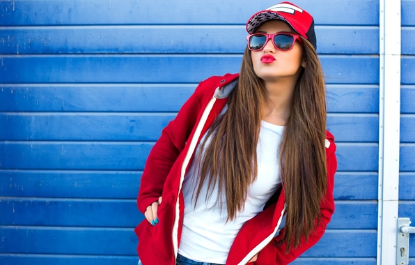 Картинка девушка, лицо, поза, помада, очки, кепка