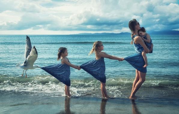 Картинка берег, девочки, чайка, прибой, мама