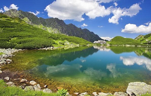 Картинка лето, небо, вода, горы, природа, озеро, прозрачная, далеке, домик.