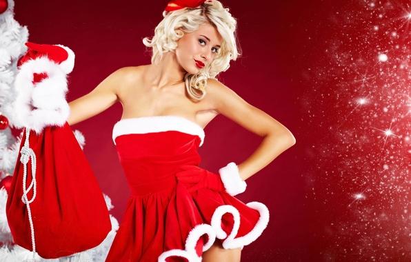 Картинка девушка, новый год, платье, искры, блондинка, декольте, перчатки, снегурочка, мех, бант, мешок, опушка