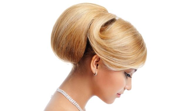 Картинка девушка, украшения, лицо, ресницы, волосы, макияж, прическа, блондинка, белый фон, профиль