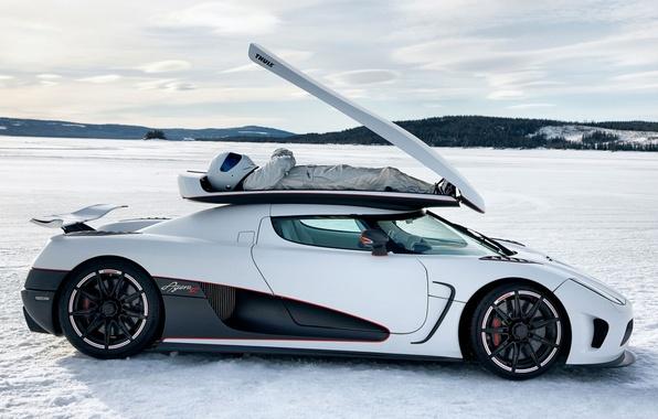 Картинка белый, небо, снег, Koenigsegg, Top Gear, суперкар, вид сбоку, The Stig, Стиг, высшая передача, Топ …
