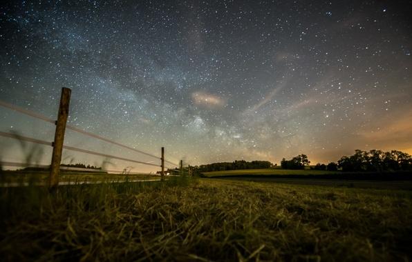 Картинка поле, лес, лето, небо, звезды, фото, забор, вечер