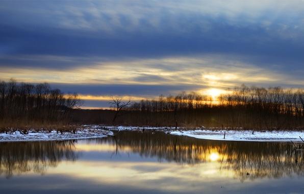 Картинка небо, снег, деревья, закат, отражение, река, берег, Зима, вечер, синее