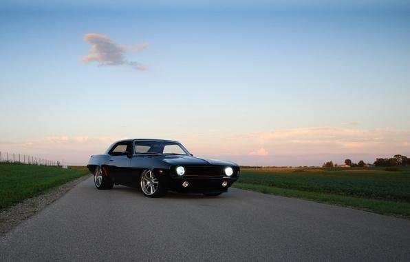Картинка дорога, небо, чёрный, тюнинг, купе, Chevrolet, 1969, Камаро, Шевроле, Camaro, tuning, передок, облава, Muscle car, ...