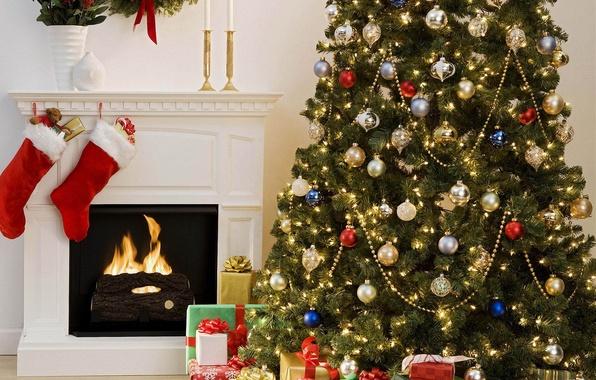 Картинка украшения, комната, елка, интерьер, свечи, Рождество, подарки, Новый год, камин, гирлянды, вазы, teddy bear, рождественский …