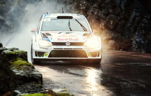 Картинка Авто, Дорога, Белый, Volkswagen, Скорость, Свет, Дождь, Фары, Red Bull, WRC, Rally, Polo, Пасмурно