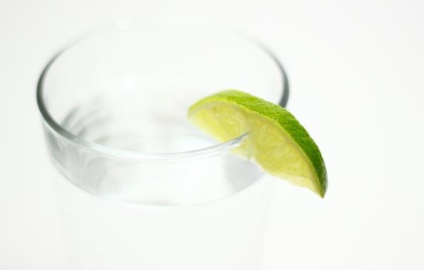 Картинка вода, стакан, лайм