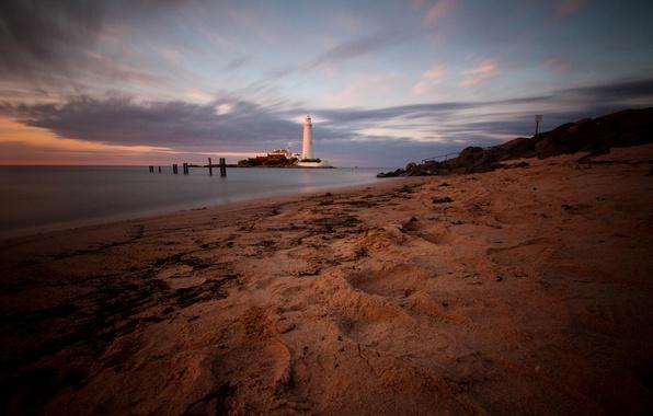 Картинка песок, море, закат, камни, берег, побережье, маяк, Англия, вечер, мыс, St. Marys Lighthouse