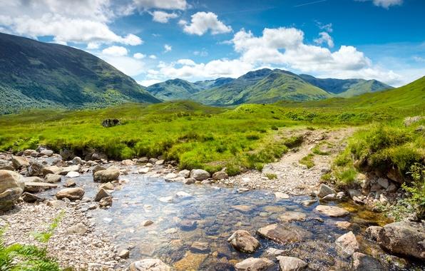 Картинка зелень, небо, трава, вода, облака, пейзаж, горы, природа, ручей, камни, долина, Шотландия, Великобритания, Scotland, Great …