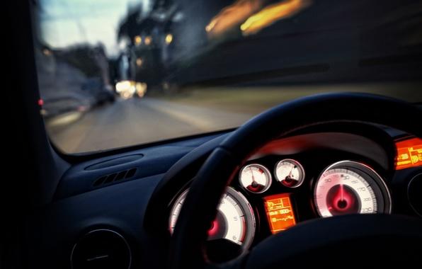Картинка дорога, макро, город, огни, движение, разметка, скорость, панель, выдержка, размытость, приборы, подсветка, руль, автомобиль, салон, …