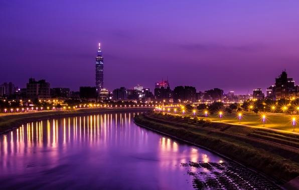 Картинка небо, свет, ночь, город, огни, отражение, река, башня, фонари, Китай, Тайвань, аллея, Тайбэй, фиолетовое, сиреневое, …