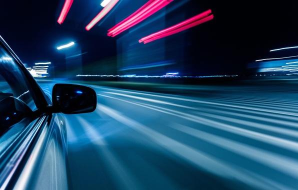 Картинка дорога, макро, свет, ночь, город, огни, отражение, полосы, движение, разметка, скорость, выдержка, размытость, поворот, зеркало, …