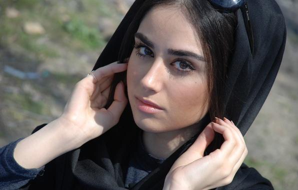 Картинка girl, dress, beautiful, ring, face, hair, eye, look, sensual, hands, hand, actress, teen, gorgeous, sunglasses, …