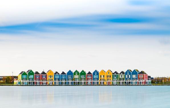 Картинка небо, облака, город, отражение, река, домики, Нидерланды, разноцветные, Хутен