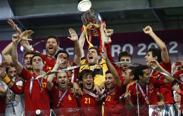 Картинка золото, футбол, победа, спорт, sport, Испания, финал, чемпионат, кубок, football, Spain, чемпионы, медали, Xavi, Alonso, …