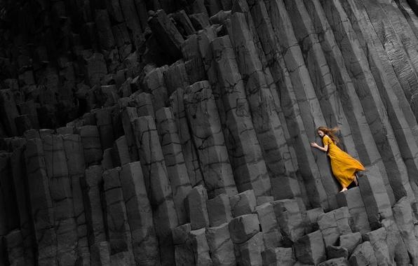 Картинка девушка, скалы, платье, черные, в желтом