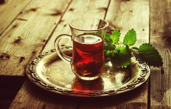 Картинка листья, стакан, стол, чай, тарелка, напиток