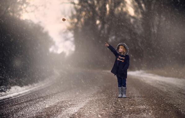 Картинка дорога, осень, снег, лист, девочка