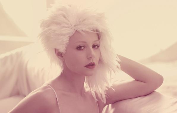 Картинка девушка, лицо, розовый, звезда, перья, певица, Тина Кароль, поп-музыка, белый парик