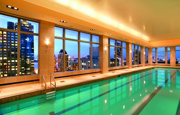 Картинка вода, свет, город, окна, интерьер, бассейн, отель
