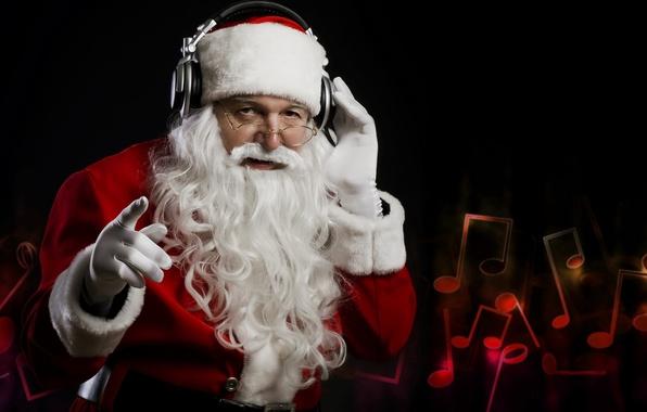 Картинка ноты, темный фон, новый год, наушники, дед мороз, слушает музыку
