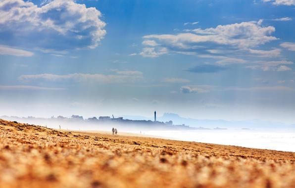 Картинка песок, море, пляж, небо, облака, берег, Франция, маяк, дымка, France