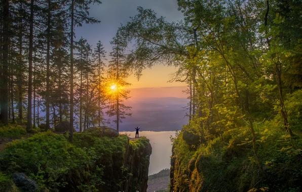 Фото обои лес, солнце, деревья, закат, горы, озеро, камни, скалы, рассвет, человек, высота, Норвегия, Jorn Allan Pedersen