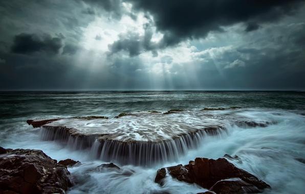 Картинка море, волны, небо, вода, лучи, свет, тучи, природа, камни, океан, скалы, выдержка, потоки