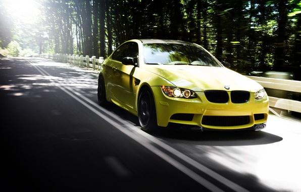 Картинка дорога, лес, лето, cars, auto, bmw m3, желтого цвета