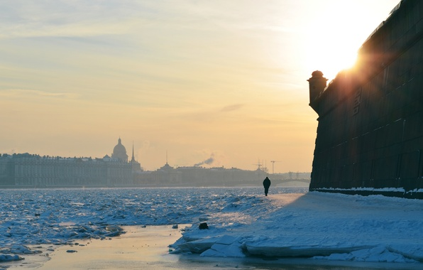 Картинка зима, солнце, снег, закат, город, река, одиночество, стена, человек, лёд, Питер, мороз, Санкт-Петербург, Петропавловская крепость, …