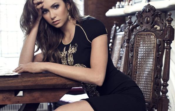 Картинка взгляд, девушка, лицо, стол, настроение, волосы, серьги, платье, актриса, стул, красавица, красивая, Nina Dobrev, Нина …
