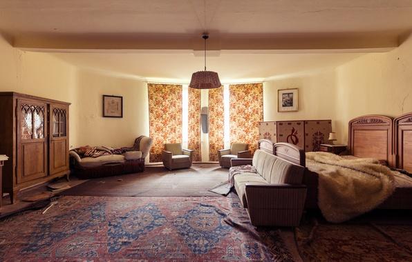 Картинка диван, окна, кровать, занавески, спальня, кадры, солнечный свет, ковровое покрытие