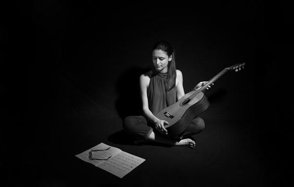 Фото девушка гитара ноты музыка