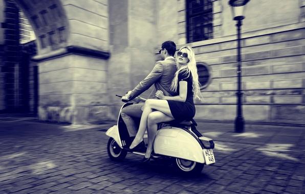 Картинка девушка, город, парень, vintage, retro, vespa, scooter