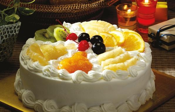 Картинка вишня, стол, коробка, корзина, апельсин, растения, свечи, киви, торт, горшок, фрукты, ананас, крем, десерт, черешня