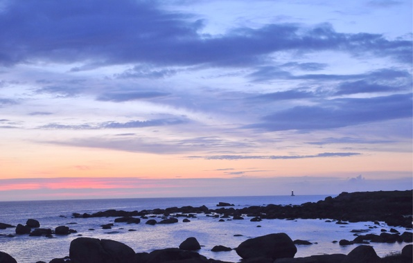 Картинка море, небо, облака, закат, камни, океан, берег, маяк, Вечер, сумерки, вдали