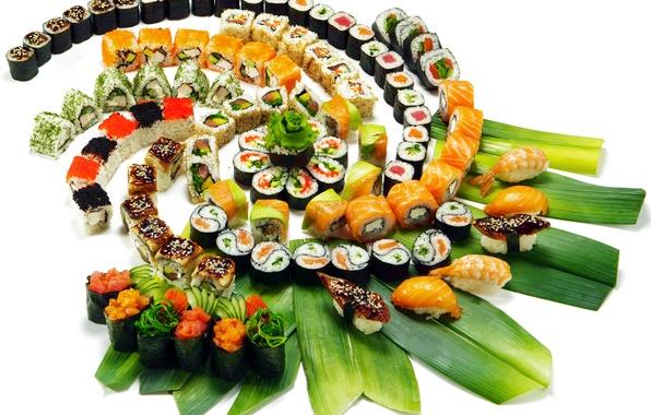 Картинка зелень, листья, украшения, Japan, рис, ломтики, суши, нарезка, роллы, креветки, морепродукты, японская кухня, красная икра, …