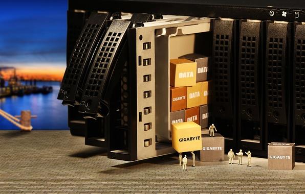Фото обои рабочие, коробки, DATA, GigaByte