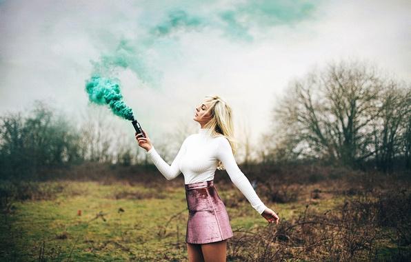 Картинка девушка, дым, ножки, юбочка, Amy Spanos