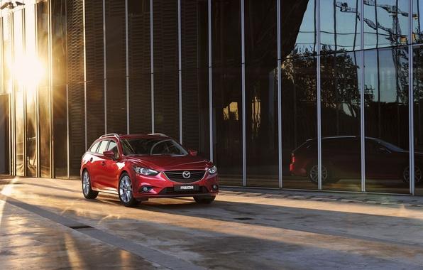 Картинка солнце, фон, здание, Мазда, Mazda, шесть, универсал, Wagon, красный.передок