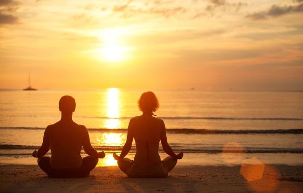 Картинка песок, море, волны, пляж, вода, девушка, закат, фон, widescreen, обои, настроения, женщина, спокойствие, волна, тишина, …