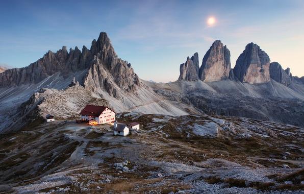 Картинка небо, пейзаж, закат, горы, дом, Италия, house, sky, landscape, Italy, sunset, mountains, красивая природа, Доломитовые …