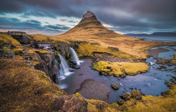 Картинка море, небо, тучи, мост, река, гора, водопад, Исландия, Kirkjufell