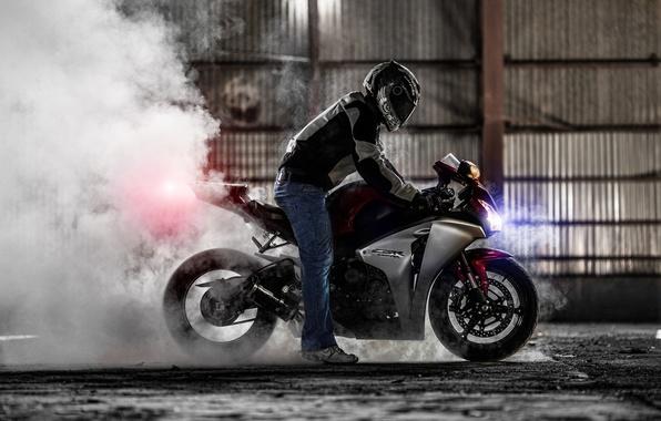 Картинка дым, мотоцикл, хонда, burnout, superbike, sportbike, honda cbr 1000rr