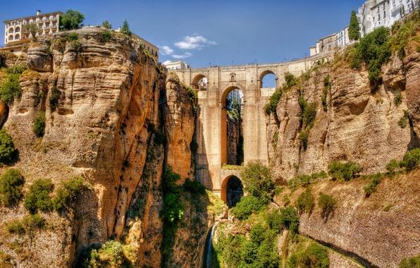 Картинка небо, мост, скала, река, дома, арка, испания, кусты, акведук, Andalusia, Ronda