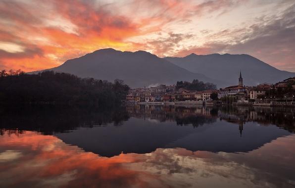 Картинка небо, закат, горы, город, озеро, вечер
